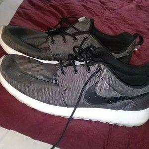 Nike Gray Roshes